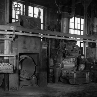Ébarbeur : Travail sur les ébarbeuses de la fonderie mécanisée